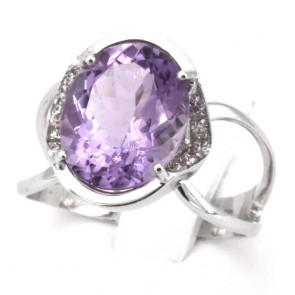 Anello ametista, oro e diamanti - 0.08 ct; 4.8 gr