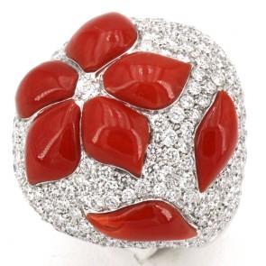 Anello cupola corallo rosso sagomato, oro e diamanti - 3.95 ct; 14.8 gr