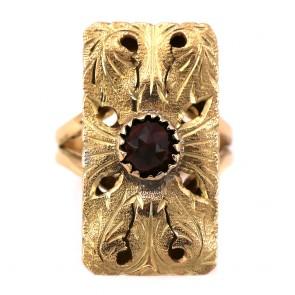 Anello rettangolo in stile oro inciso e granato