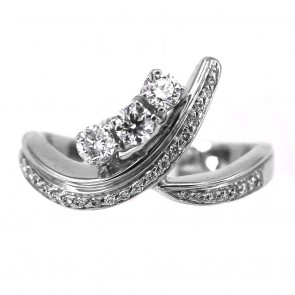 Anello trilogy mosso in oro e diamanti