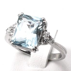 Anello oro, maxi acquamarina rettangolare - 3-3.5 ct - e diamanti - 0.50-0.55 ct; 5.49 gr