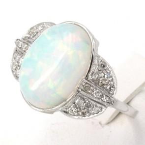 Anello, oro, opale - 6-7 ct e diamanti -0.60-0.65 ct. 4.24 gr.