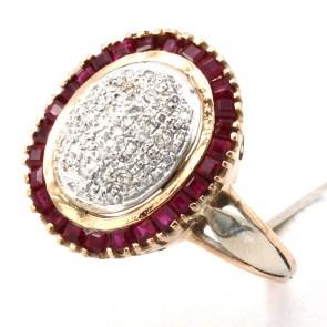 Anello toppa in stile, oro con rubini - 0.90-1.00 ct - e diamanti - 0.65-0.75 ct; 7.5 gr