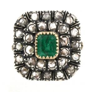 Anello toppa quadra in stile oro, diamanti e smeraldo