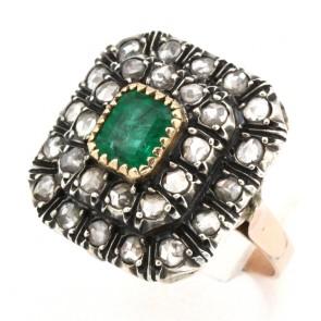 Anello toppa quadra in stile oro, diamanti - 0.90-1.00 ct- e smeraldo -0.60-0.70 ct-; 6 gr