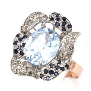 Anello in stile maxi fiore oro, topazio azzurro e diamanti; 5.69 gr