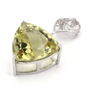 Ciondolo in argento con maxi triangolo