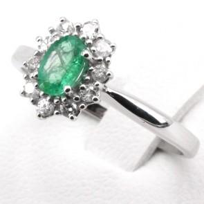 Anello margherita oro, smeraldo - 0.60 ct - e diamanti - 0.21 ct ; 2.86 gr