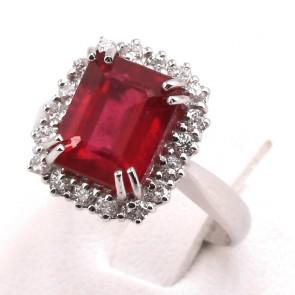 Anello oro rettangolo rubino - 4.50 ct- e diamanti - 0.54 ct; 5.45 gr