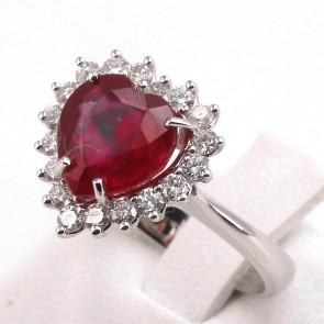 Anello oro cuore rubino - 3.75 ct- e diamanti - 0.69 ct; 4.95 gr
