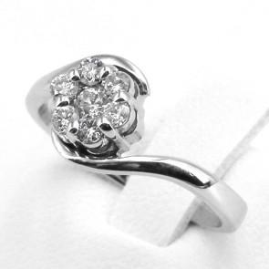 Anello margherita circolare oro e diamanti -0.45-0.50 ct; 3.36 gr