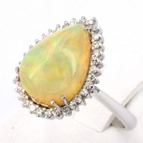 Anello, oro, goccia di opale - 5-6 ct e diamanti -0.30-0.35 ct. 6.65 gr.