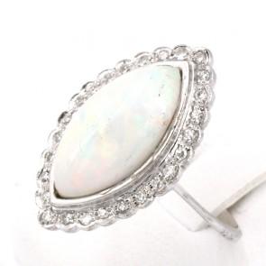 Anello, oro, spola di opale - 6.5-7 ct e diamanti -0.35-0.40 ct. 4.93 gr.