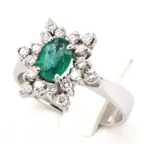Anello margherita oro, diamanti - 0.40-0.50 ct- e smeraldo - 1-1.20 ct; 6.02 gr