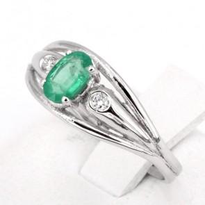 Anello fascia oro, smeraldo - 0.45 ct - e diamanti - 0.05 ct ; 2.29 gr