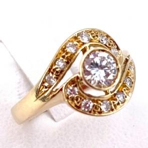 Anello solitario toppa circolare oro e diamanti -solitario centrale 0.32-0.33 + 0.12-0.15 ct; 3.3 gr