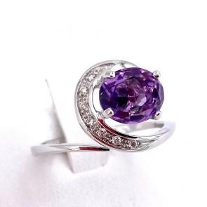 Anello ametista -2.5-3 ct, oro e diamanti - 0.15-0.20 ct; 4.3 gr