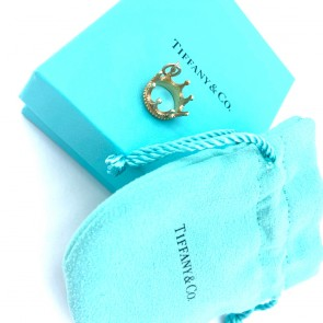 Ciondolo corona Tiffany and Co in oro 18 ct; 3.90 gr. Scatola originale.
