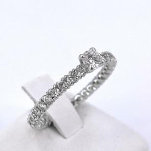 Anello solitario con gambo éternel, oro e diamanti - 1,03 ct; 2.69 gr.