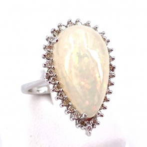 Anello, oro, maxi goccia opale - 12-12.5 ct e diamanti - 0.65-0.70 ct. 7.67 gr.