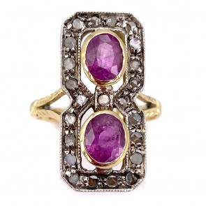 Anello toppa allungata in stile oro, rubini