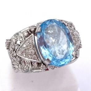 Anello capolavoro fascia traforata oro, acquamarina - 6.25 ct - e diamanti - 0.80 ct; 9.67 gr