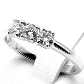 Anello trilogy oro e diamanti -0.58 ct; 3.03 gr