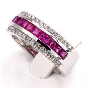 Anello fascia oro, rubini - 1.33 ct - e diamanti - 0.30 ct ; 8.47 gr