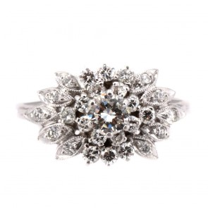 Anello maxi fiore in oro e diamanti con solitario in sormonto