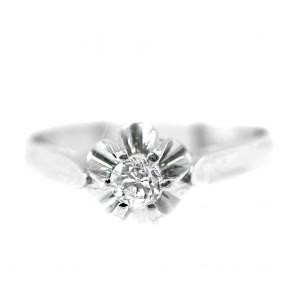 Anello solitario in stile, oro e diamante taglio brillante - 0,20 ct; 3,2 gr