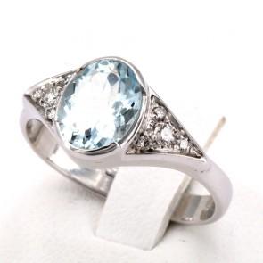 Anello oro, ovale acquamarina e diamanti - 0.10-0.12 ct; 4.25 gr