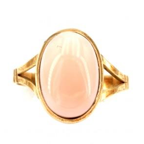 Anello ovale in stile corallo rosa e oro;