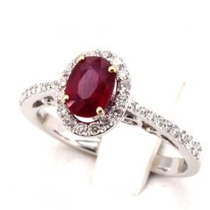 Anello margherita oro, rubino - 1.10 ct- e diamanti - 0.59 ct; 4.53 gr