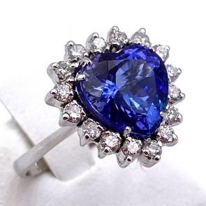 Anello oro, cuore tanzanite -3.78 ct- e diamanti -0.55 ct; 4.5 gr