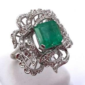 Anello maxi fiore oro, smeraldo - 3.40 ct - e diamanti - 1.15 ct; 9.2 gr