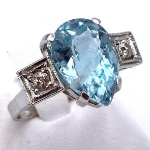 Anello oro, goccia acquamarina - 7-7.5 ct - e diamanti - 0.25-0.30 ct; 5.85 gr