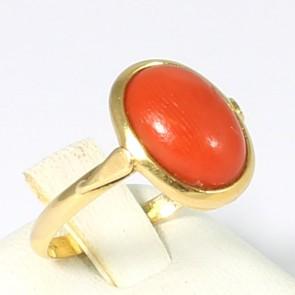 Anello in stile oro e corallo rosso; 3,5 gr