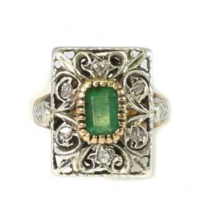 Anello rettangolo in stile, oro, smeraldo - 0,50-0,60 ct e diamanti su argento;  6,1 gr