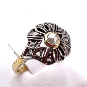 Anello toppa solitario in stile, antico, oro e diamanti  - 0.10-0.15 ct ; 3.94 gr