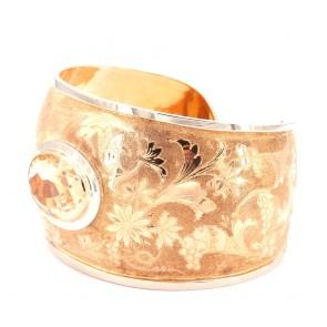 Bracciale rigido maxi capolavoro  oro inciso e quarzo citrino- 68.2 gr; 7 cm x 6 cm