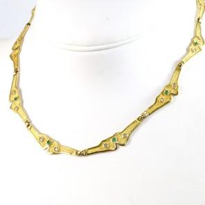 Collana collier astratto oro con pietre di sintesi bianche e verdi- 45 cm; 38,3 gr