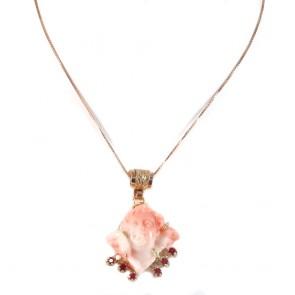 Ciondolo artistico in stile oro, angelo di corallo rosa, e rubini - 1.25 ct; 14.33 gr