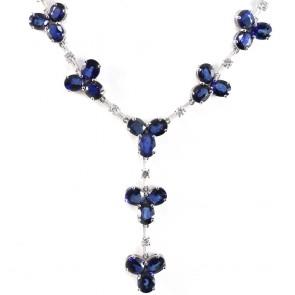Collana oro, trifogli zaffiro - 18.69 ct - e diamanti -  0.80 ct- 42 cm; 13.2 gr.