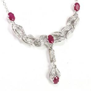 Collana oro, rubini - 5.6 ct - e diamanti -  1.36 ct- 60 cm; 16.2 gr.