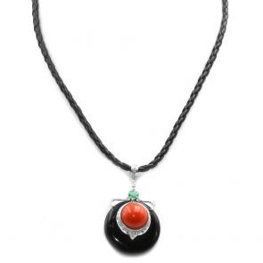 Ciondolo oro pendente maxi onice, corallo, smeraldo -0.40 ct- e diamanti - 0.45 ct- 5 cm, girocollo in pelle nera 40 cm; 17.44 gr