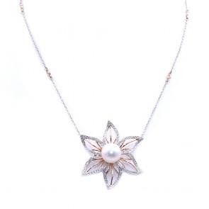 Ciondolo/collana maxi fiore oro, perla australiana da 12 mm e diamanti - 0.85 ct; 14.9 gr