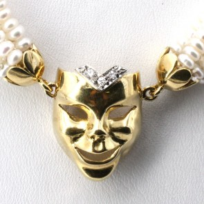 Collana torchon multifilo micro perle e maschera oro e diamanti - 50 cm; 53 gr.