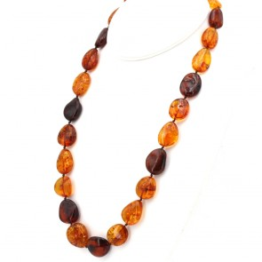 Collana ambra bicolore, sassi 18-25 mm. 60 cm; 80.6 gr