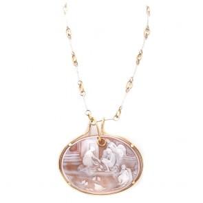 Ciondolo maxi cammeo artistico -10.5 cm x 9.7 cm, oro e argento. 58 cm; 87 gr