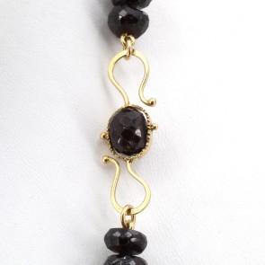 Collana in stile granato e oro - 153.5 gr; 93 cm